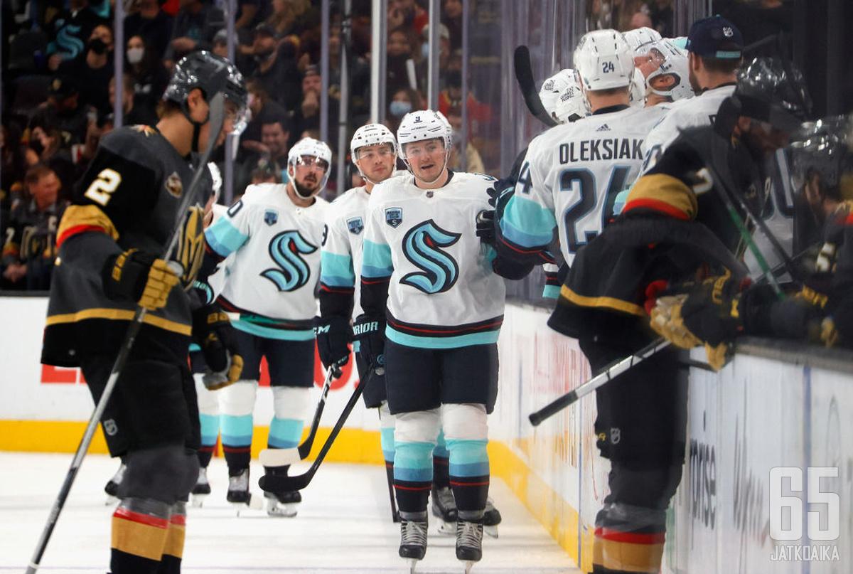 Ryan Donato sai kunnian viimeistellä Seattle Krakenin avausosuman NHL:ssä.