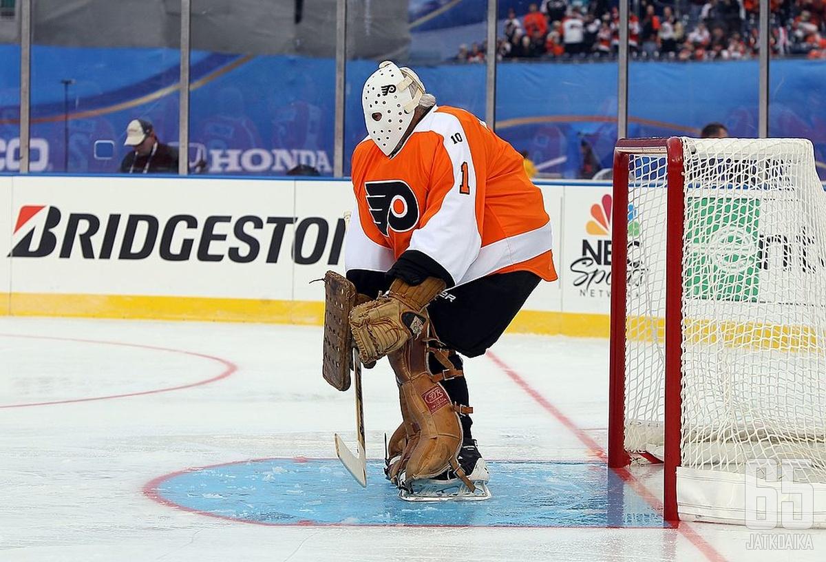 Bernie Parent oli Flyersin alkuvuosien lukko. Kuva alumniottelusta vuodelta 2011.