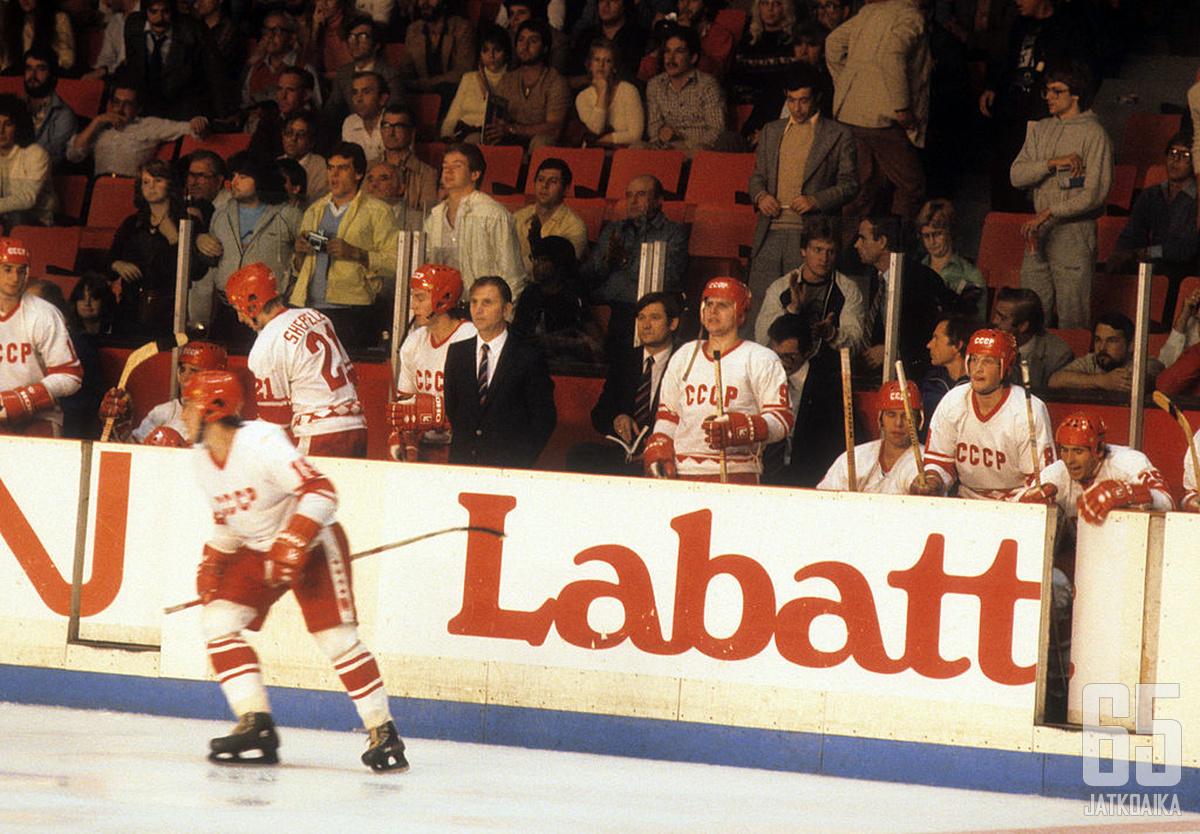 """Neuvostoliiton """"Punakone"""" on jääkiekosta esimerkki urheilun ja politiikan yhdistämisestä."""