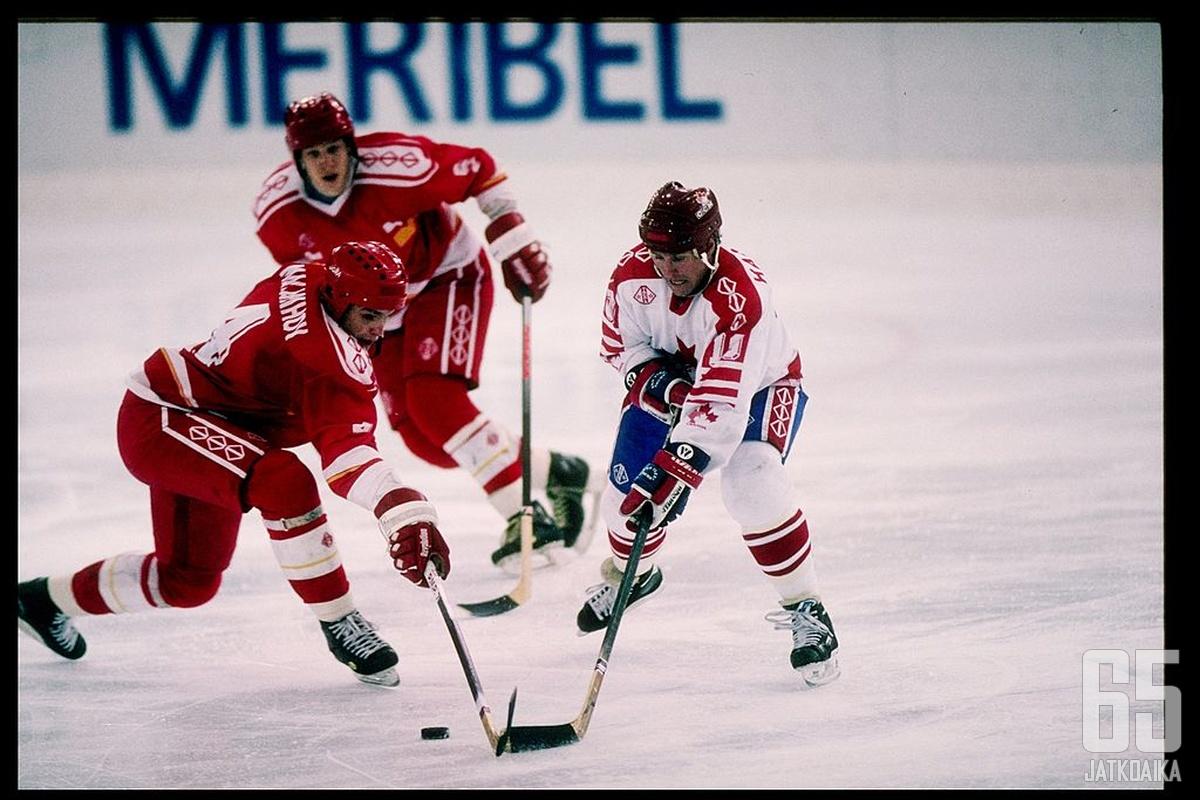 Jääkiekon jättiläiset IVY ja Kanada ottivat yhteen vuoden 1992 olympiafinaalissa.