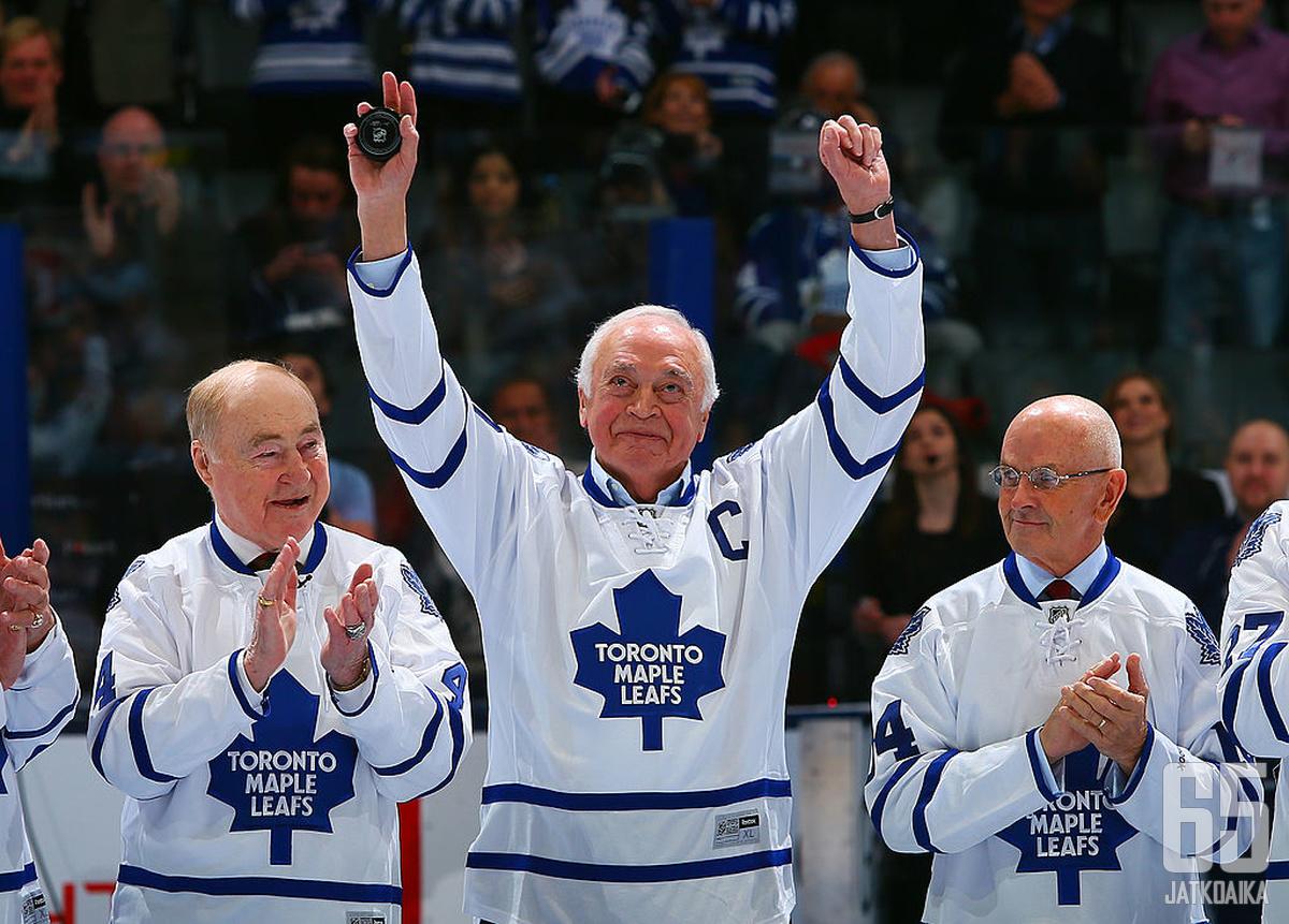 George Armstrong (kesk.) oli yksi Maple Leafsin suurimpia seuralegendoja.