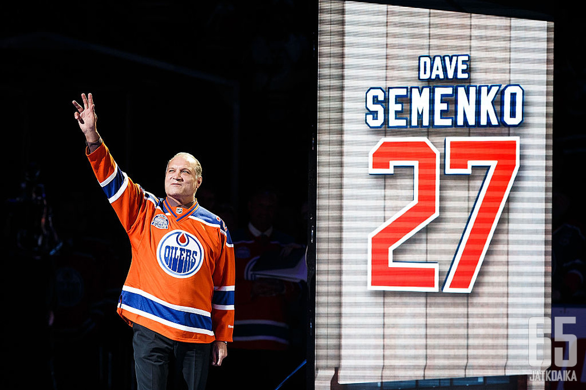 Wayne Gretzkyn turvamiehenä tunnetuksi tullut Dave Semenko on yksi dokumentissa esiintyvistä tappelijoista.