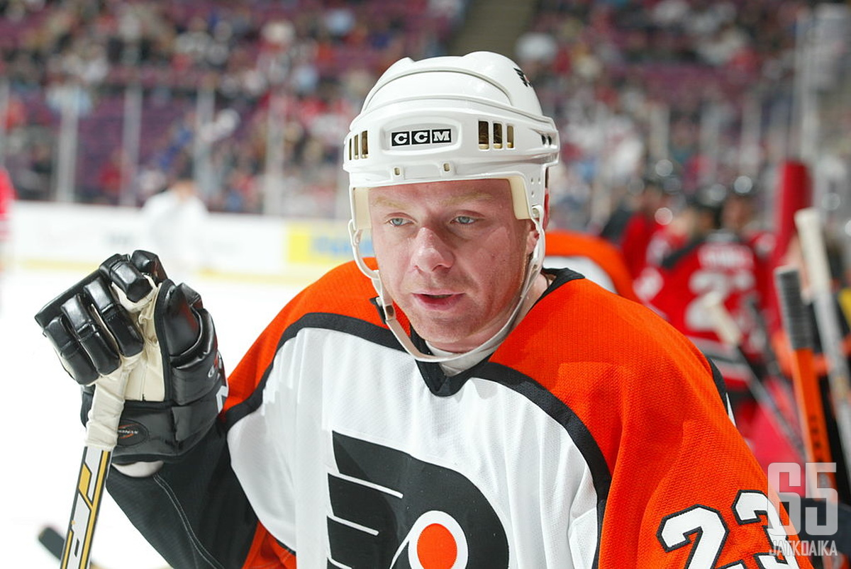 Aleksei Žamnov muistetaan pitkäaikaisena NHL-hyökkääjänä.