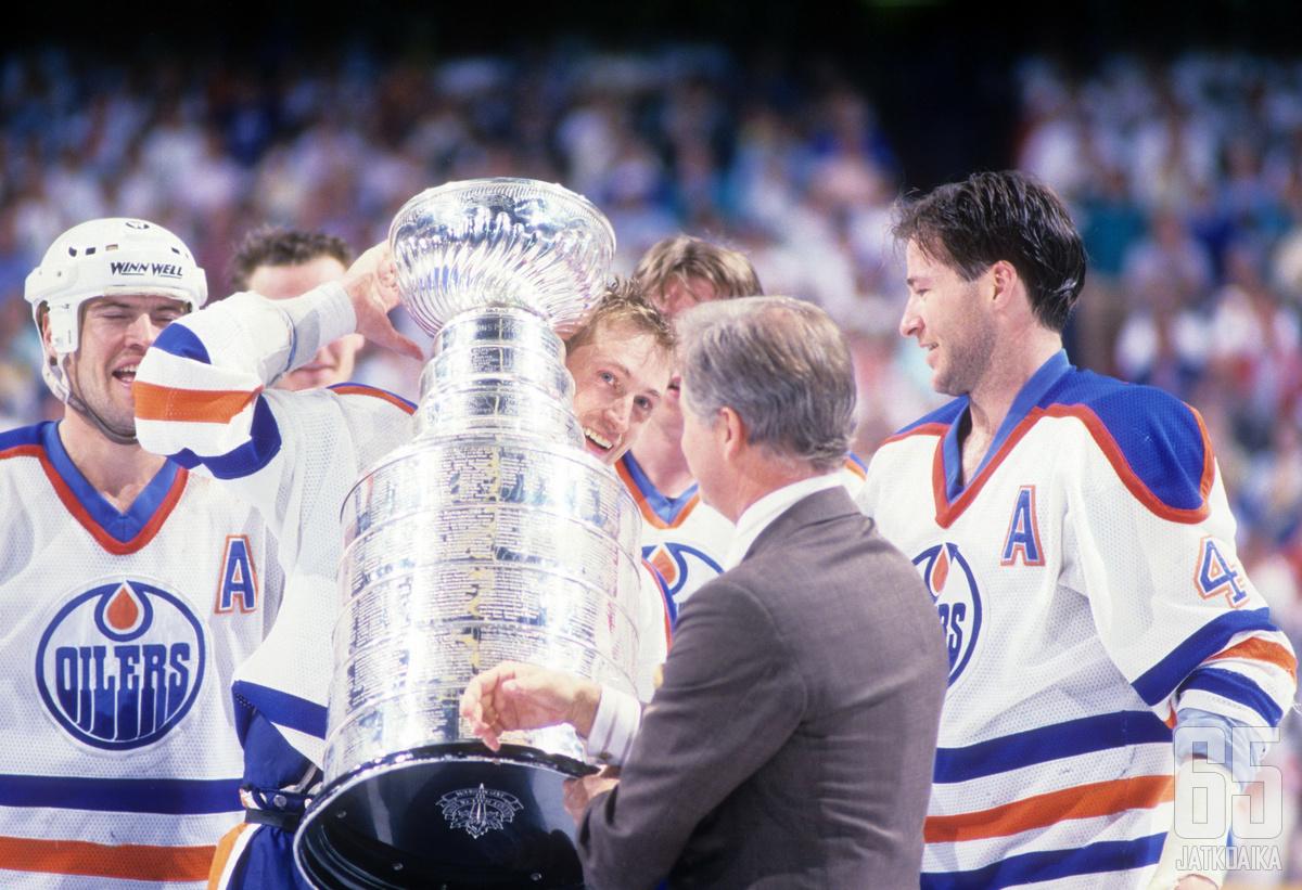Kevin Lowe voitti viisi Stanley Cup -mestaruutta Edmonton Oilersin paidassa.