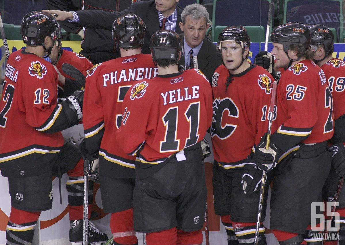 Sutter valmensi aiemmin Flamesia kahden ja puolen kauden ajan.
