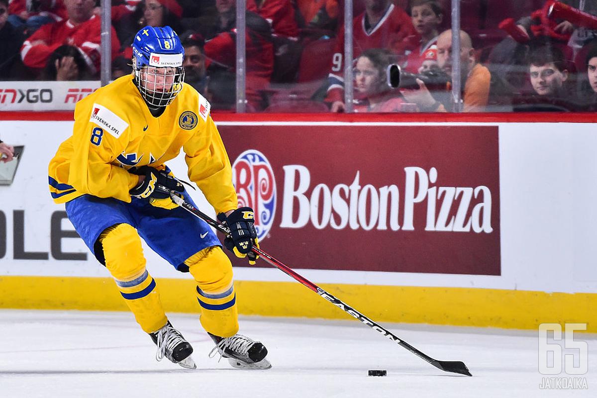17-vuotias Rasmus Dahlin on kisojen yksi seuratuimmista, ellei seuratuin, pelaaja.
