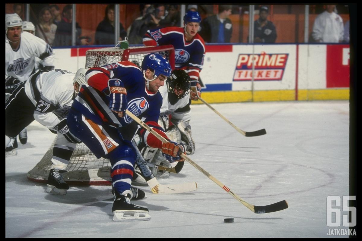 Joe Murphy voitti Stanley Cupin Oilersissa vuonna 1990.