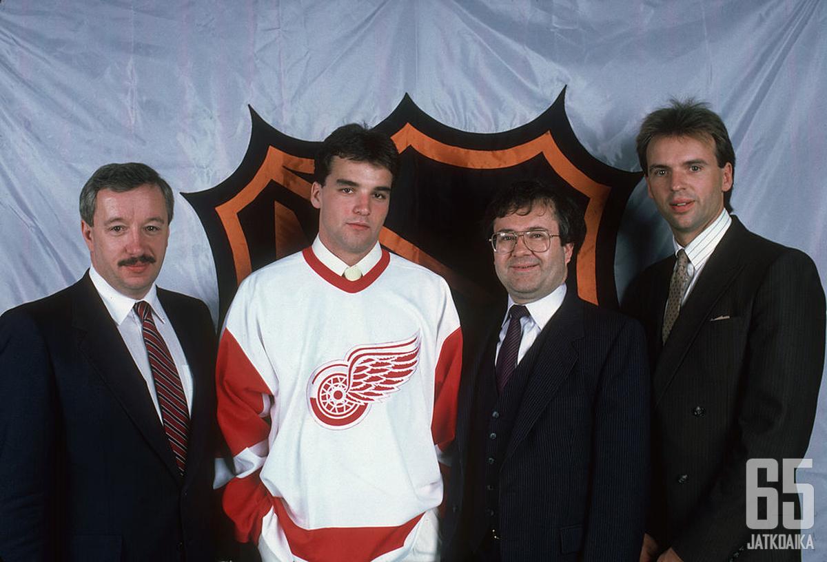 Joe Murphy (toinen vasemmalta) oli NHL:n ykkösvaraus vuonna 1986.