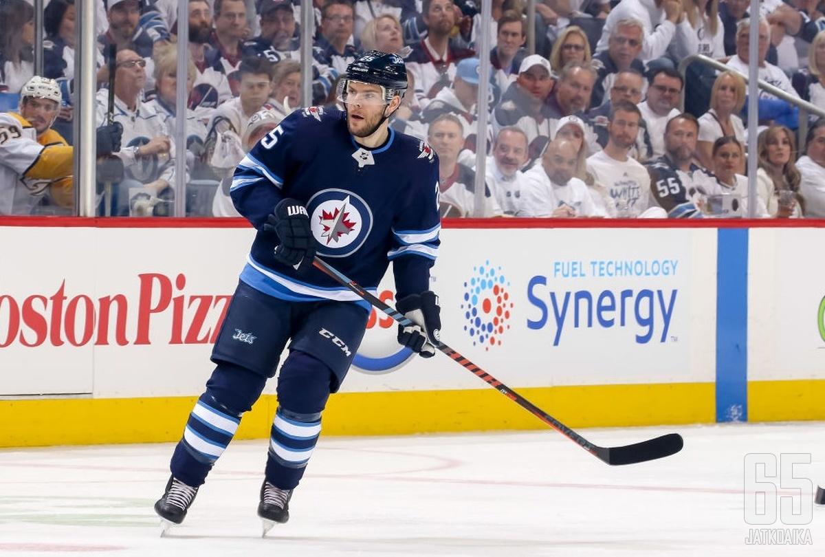 Stastny siirtyy Winnipegistä Las Vegasiin.