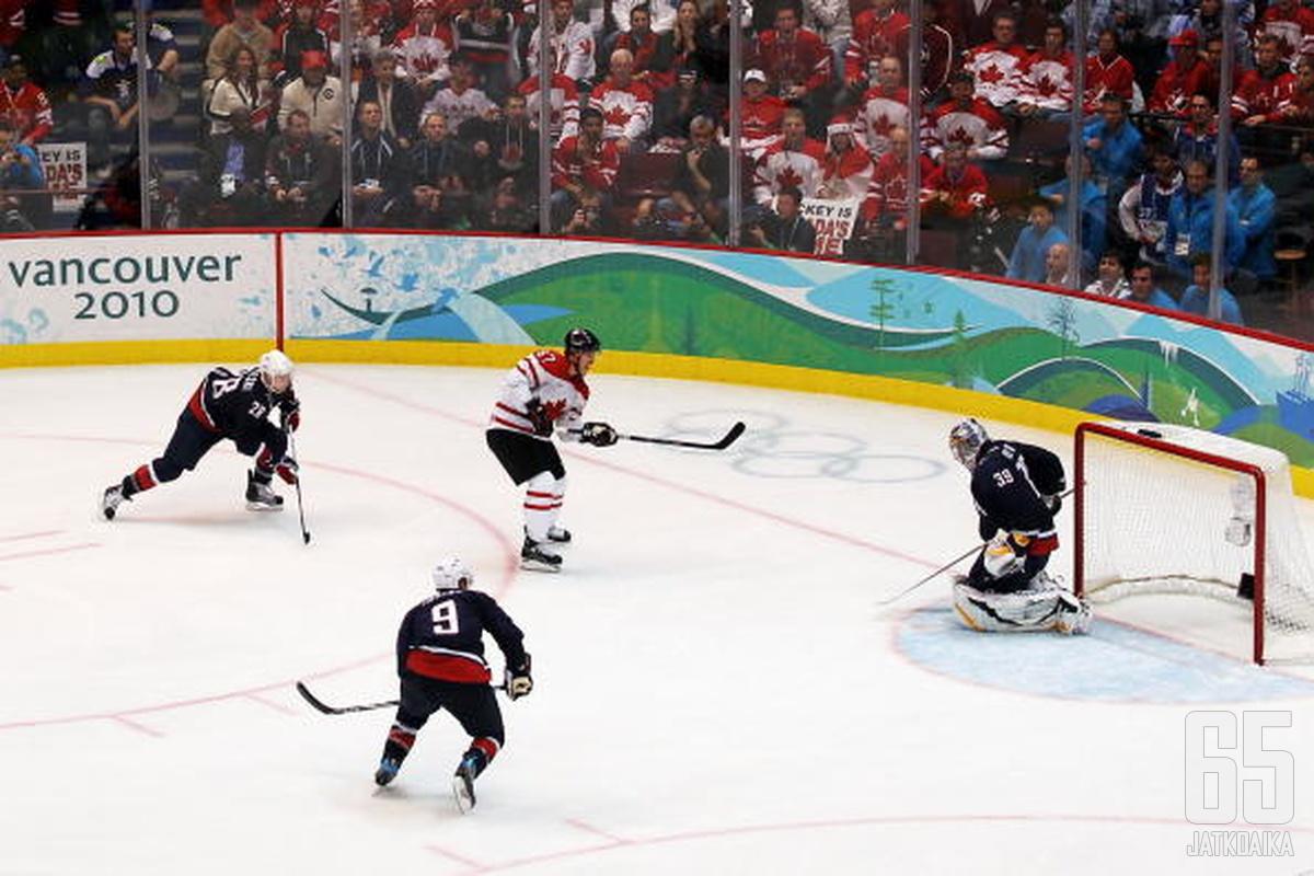 Sidney Crosby oli Vancouverin turnauksen hahmo. Kisat päättyivät osuvasti Kanadan voittoon juuri Crosbyn iskettyä ratkaisevan osuman.