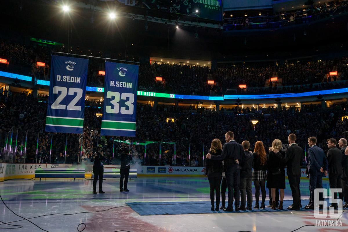 Vancouverissa oli Sedinien ilta. Canucksin joukkue juhlisti ikonisia pelaajiaan 3-0-voitolla Chicago Blackhawksista.