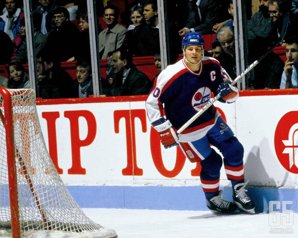 Dale Hawerchuk edusti yhdeksän kautta Winnipeg Jetsiä.