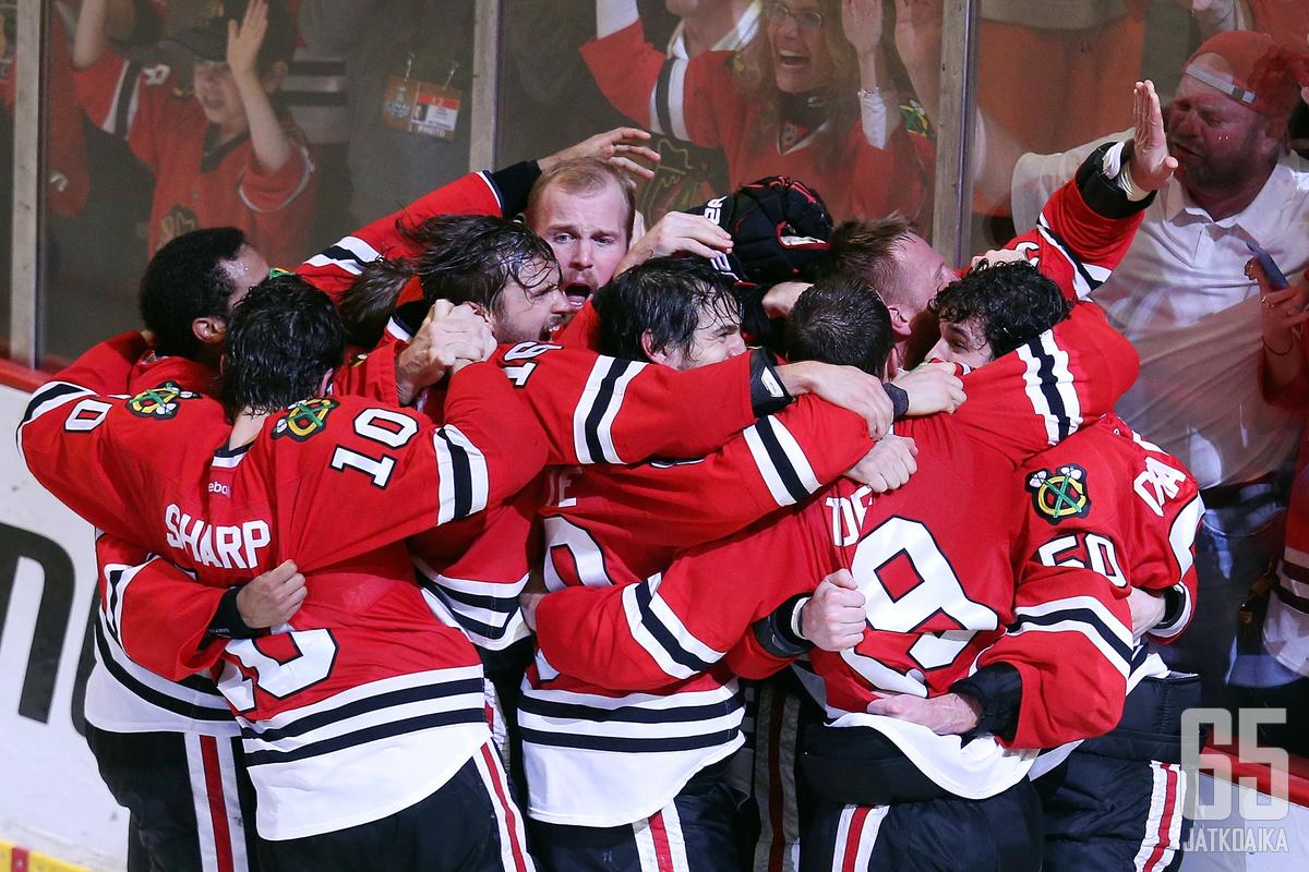 Chicago Blackhawks juhlii Stanley Cupia - kolmannen kerran kuuden vuoden sisään.
