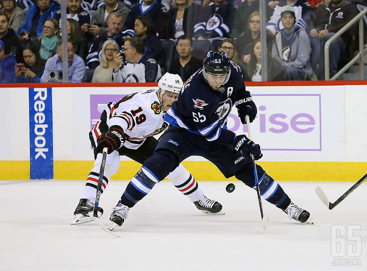 Winnipeg Jetsin Mark Scheifele johtaa NHL:n pistepörssiä.