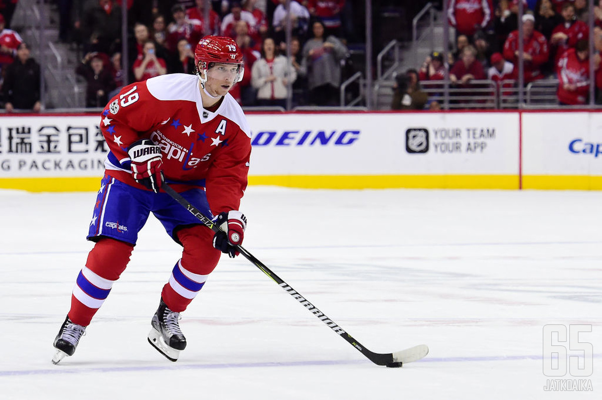 Nicklas Bäckströmillä alkaa olla viimeiset hetket voittaa Stanley Cup pääkaupungissa.