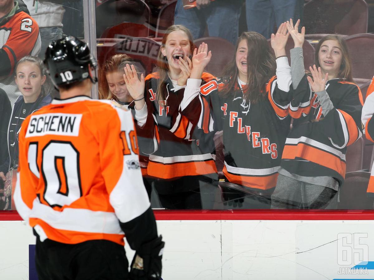 Schenn pelasi Flyersissa kuusi nousujohteista kautta.