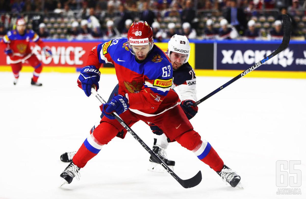 KHL-vuosiensa aikana Dadonov oli Venäjän maajoukkueen vakiokalustoa.