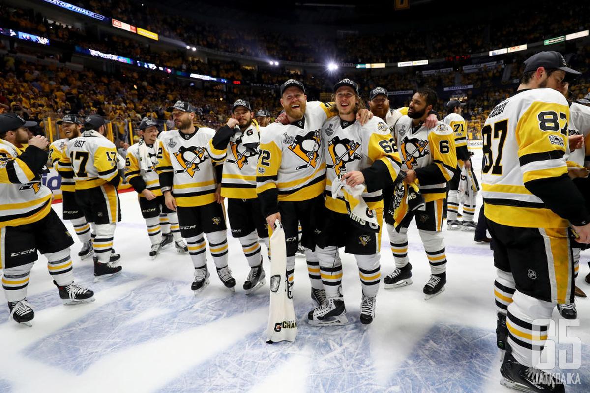 Penguins pääsi juhlimaan toista kertaa peräkkäin Stanley Cupia.