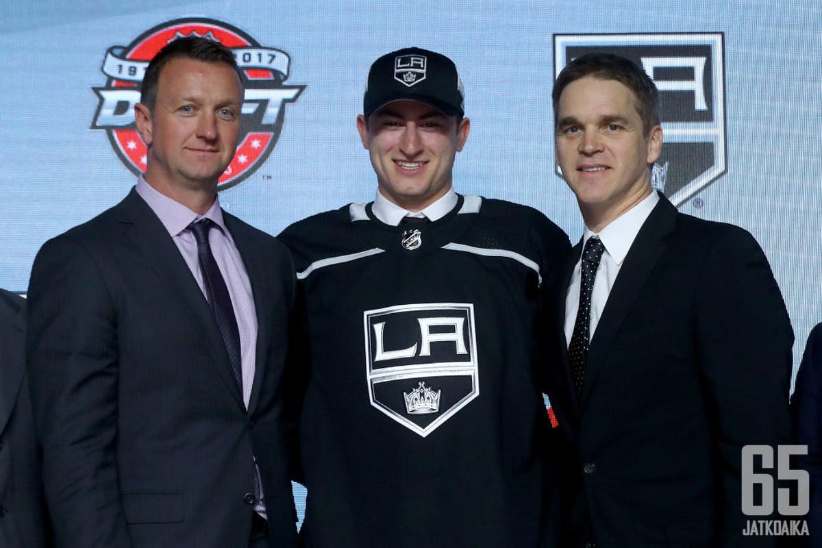 Gabe Vilardilla oli syytä hymyyn viime kesän NHL:n varaustilaisuudessa.