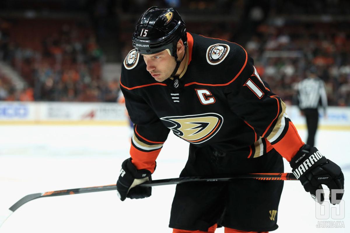 Ryan Getzlaf hyvin todennäköisesti sysää Teemu Selänteen ensi kaudella syrjään kaikkien aikojen Ducksin pistepörssin kärjestä.