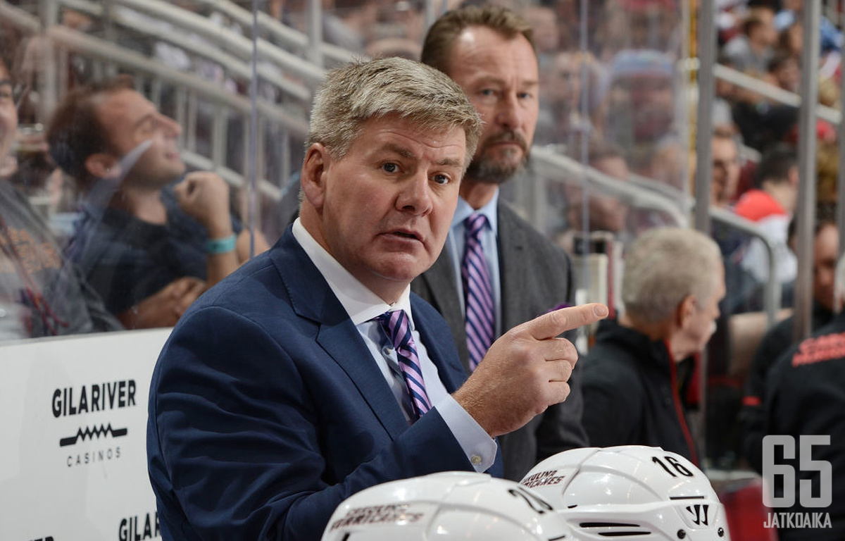 Bill Peters jättää päävalmentajan tehtävät Calgary Flamesissä.