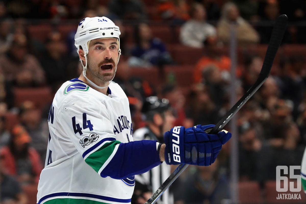 Erik Gudbranson siirtyy Ottawa Senatorsin riveihin.