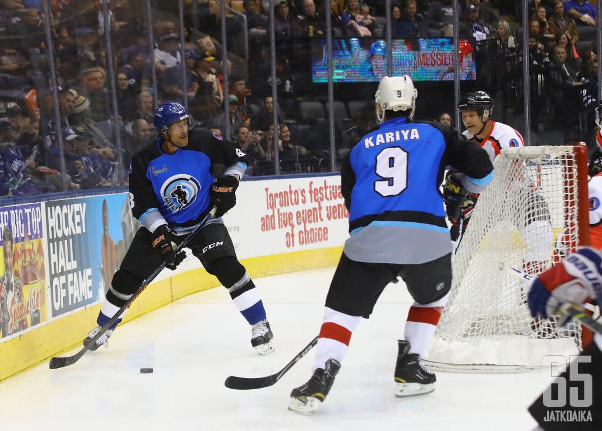 Teemu Selänne ja Paul Kariya pelasivat jälleen yhdessä, kun Hockey Hall of Fame -viikonloppuna legendat kohtasivat toisensa näytösottelussa.