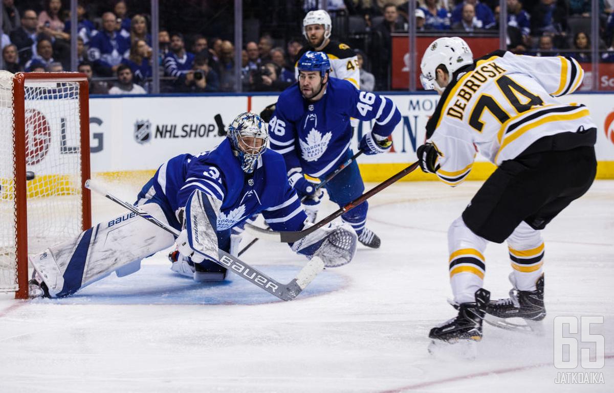 DeBrusk on lukeutunut jo tovin Bruinsin luottohyökkääjiin.