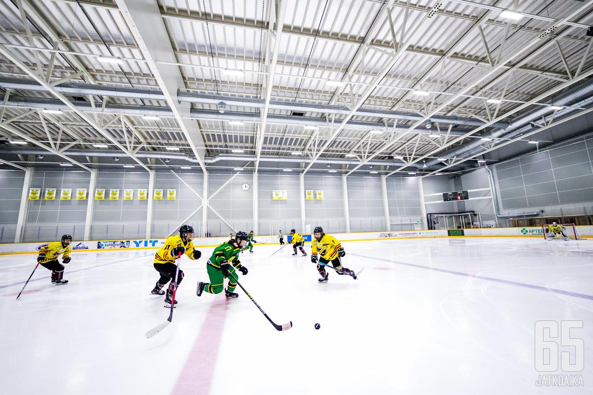 Tesoman jäähalli tunnetaan parhaiten Ilveksen naisten liigajoukkueen kotiareenana.