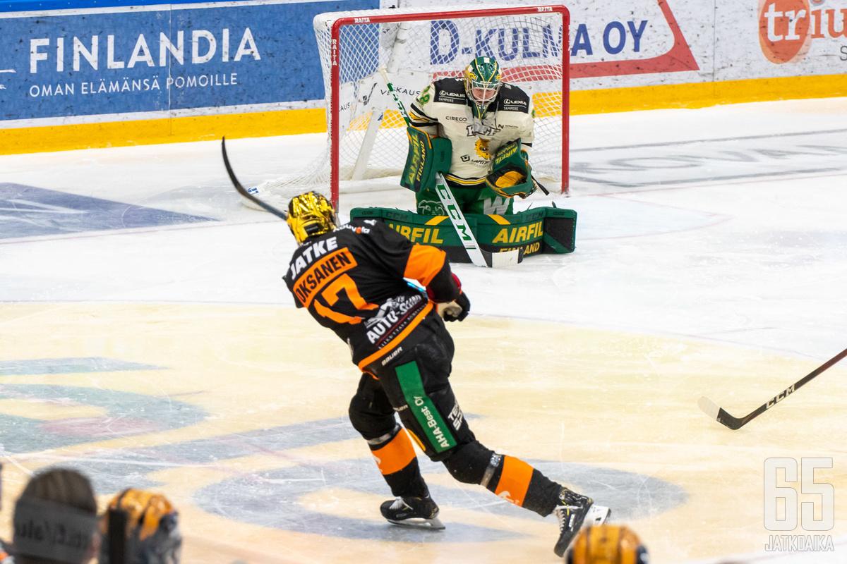 Ahti Oksanen nousi ykkösvalinnaksi laitahyökkääjiä vertaillessa.