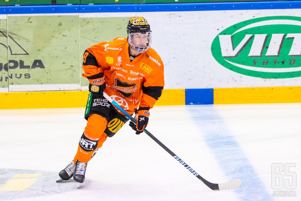 Karlsson kiekkoili päättyvällä kaudella KooKoossa.