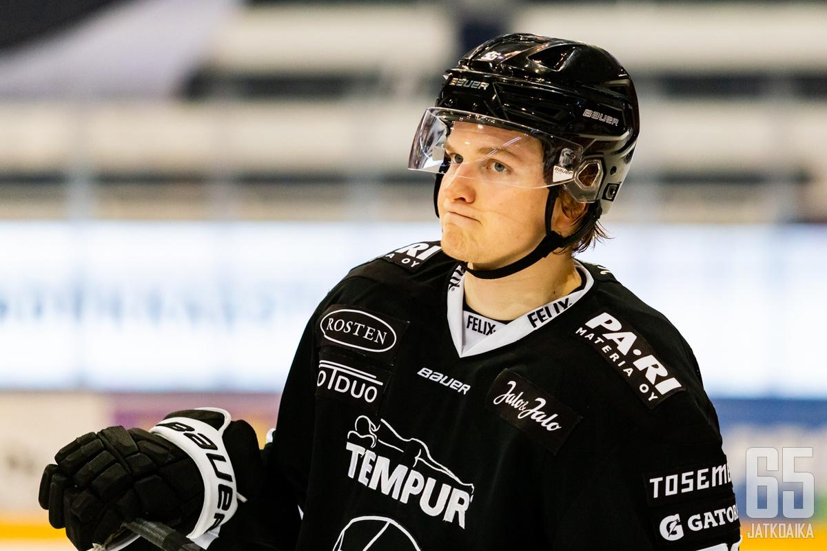 Joel Janatuisen kauden neljäs osuma ei riittänyt TPS:lle, kun joukkue kärsi kirvelevän voittolaukaustappion kotijäällään KalPalle.