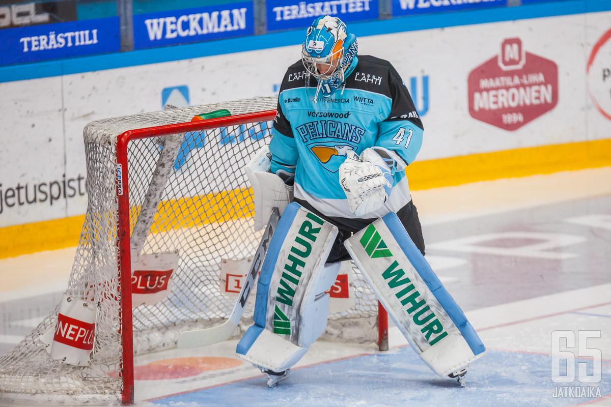 Atte Tolvanen joutui maalillaan tekemään edestakaista liikettä.