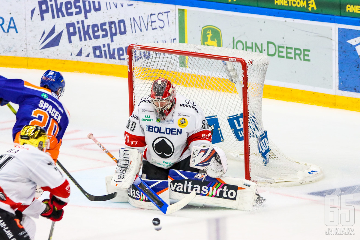 Söderström pysäyttää kiekkoja Ässien maalilla ensi kaudellakin.