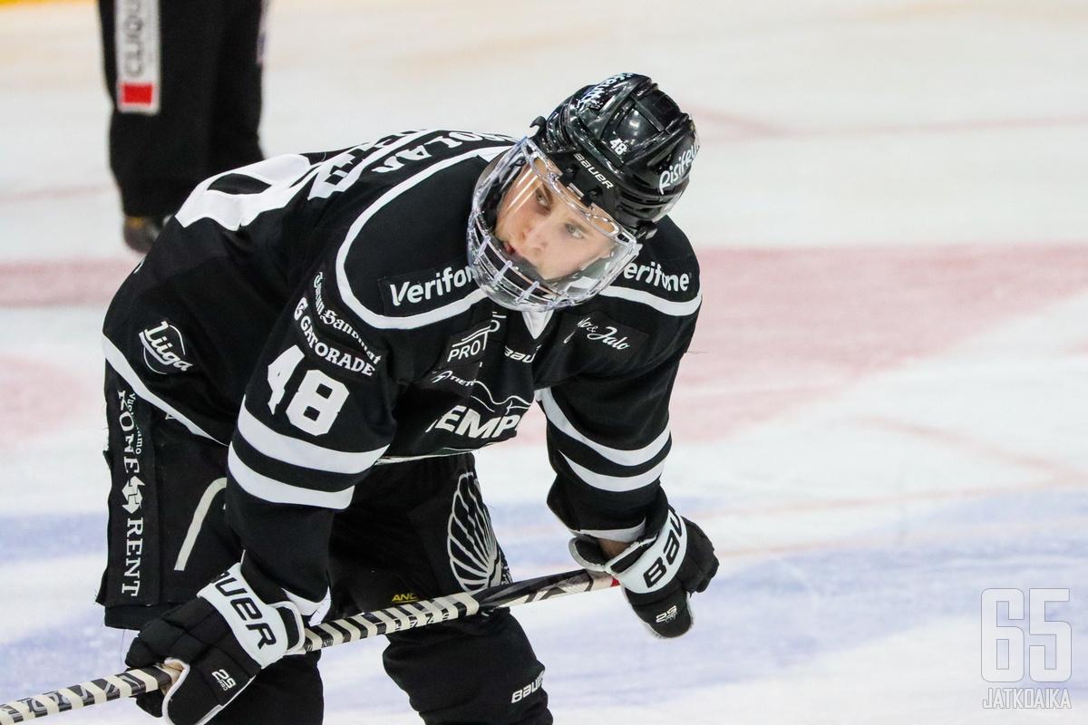 Lauri Pajuniemi solmi muutama viikko sitten NHL-sopimuksen.