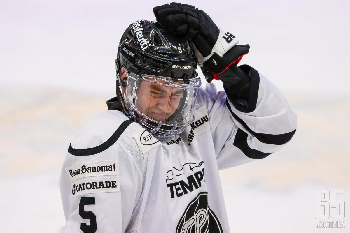 Viro pelasi sääntöjen vastaisesti.