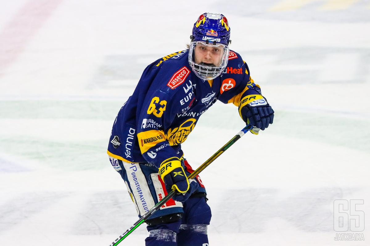 Mikko Petman ratkaisi ensimmäisellä pudotuspelimaalillaan voiton Lukolle jatkoerässä. Petmanin taklauksesta lähti myös Lukon toiseen maaliin johtanut hyökkäys.