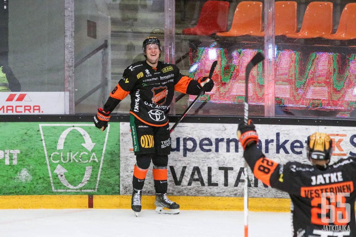 Ville Meskanen pääsi tuulettamaan kauden ensimmäistä osumaansa. Maali oli myös ensimmäinen KooKoon paidassa.