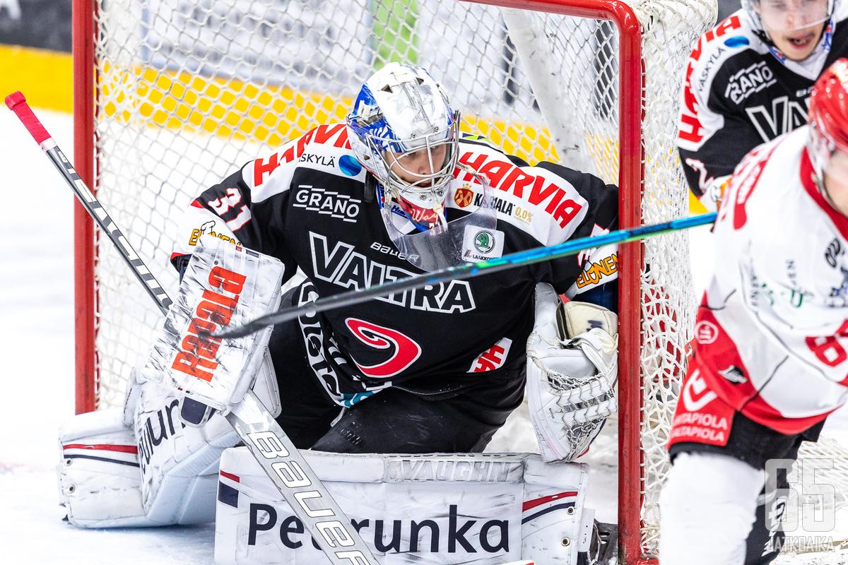 Veini Vehviläinen pelasi alkukauden Liigaa JYPissä.