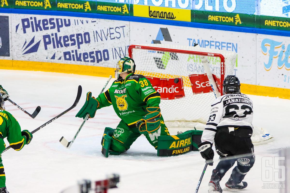 TPS:n Joel Janatuisen 1−1-maali livahti ylänurkkaan ohi Eetu Mäkiniemen ajassa 10.23.