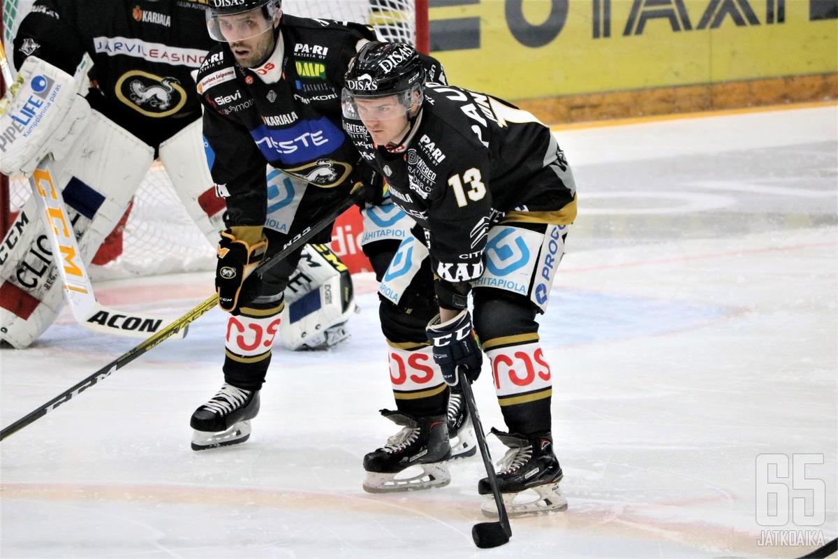 Julius Junttila oli pelipäällä maanantaina KalPaa vastaan.