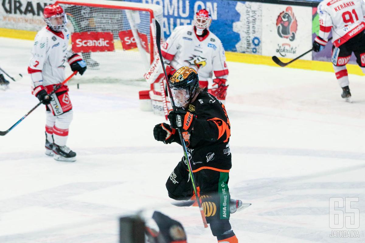 Joni Tuulola iski komean maalin ohi Rasmus Reijolan.