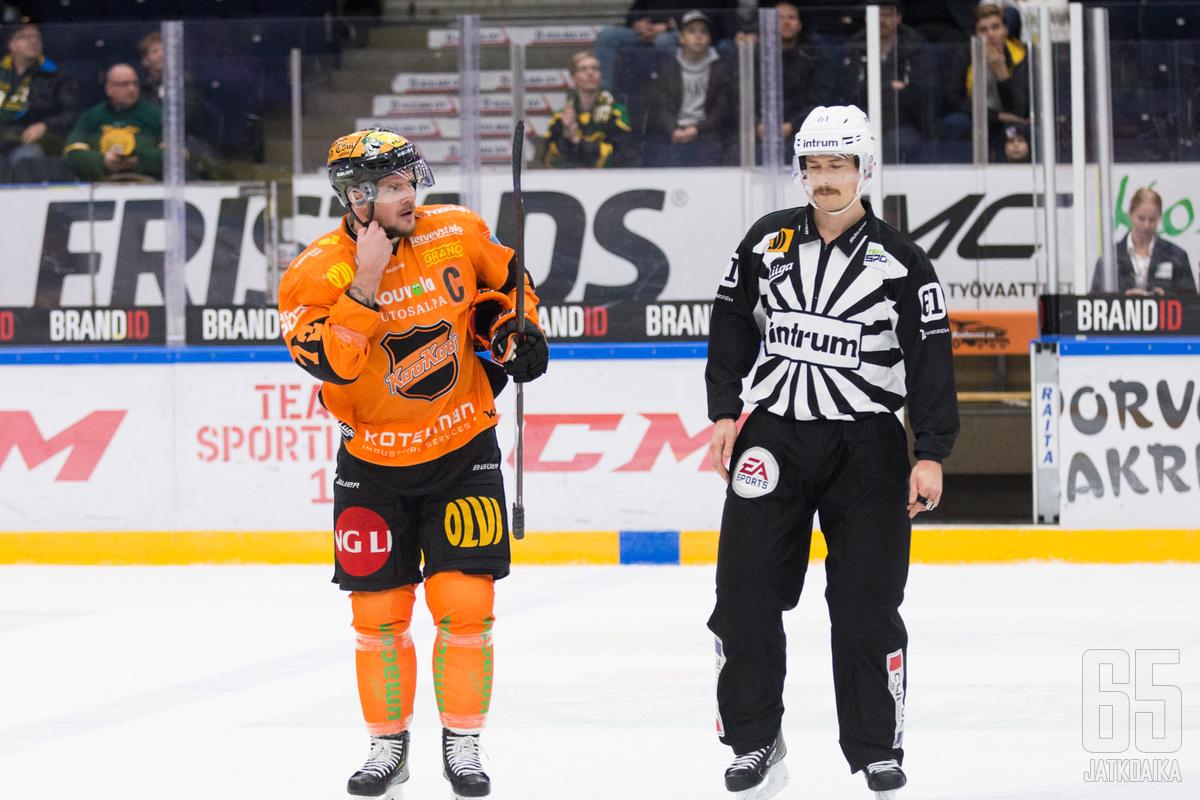 Haataja taklasi Ilveksen Olli Vainiota päähän.