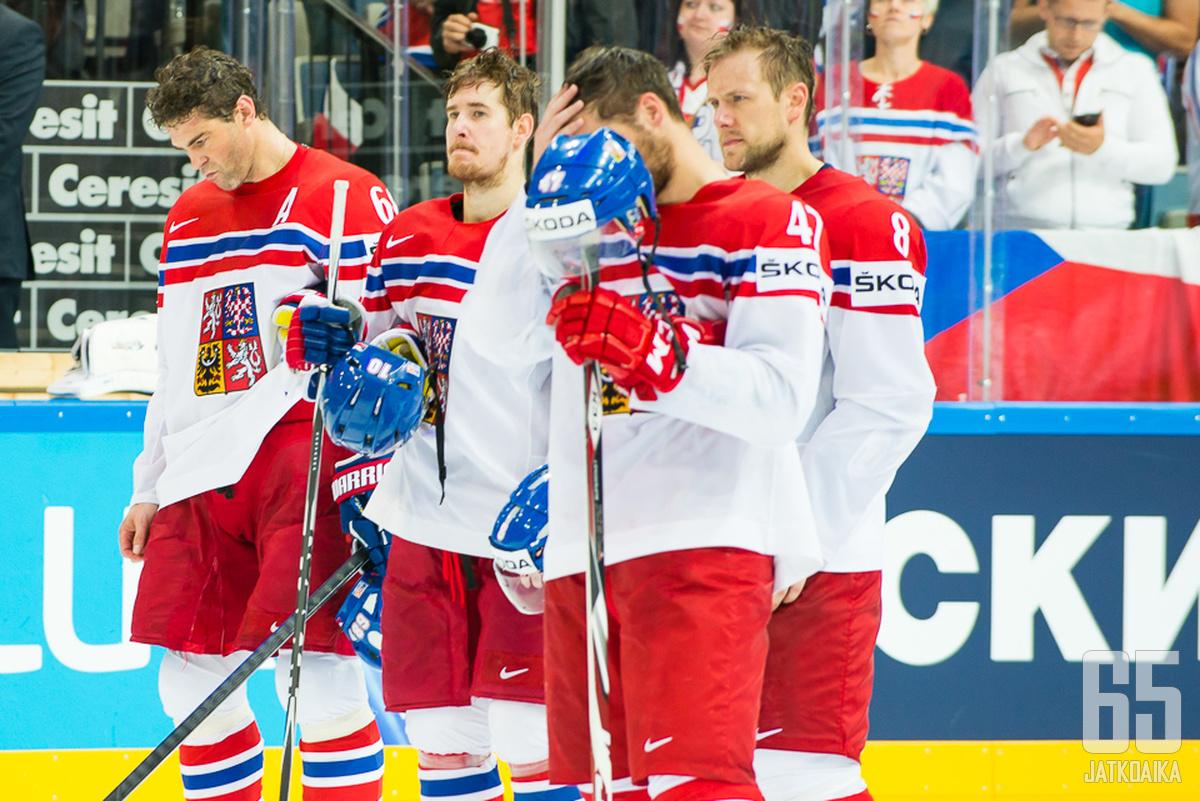Jaromir Jagrin (kuvassa vasemmalla) viimeinen ottelu maajoukkueessa päättyi pettymykseen.