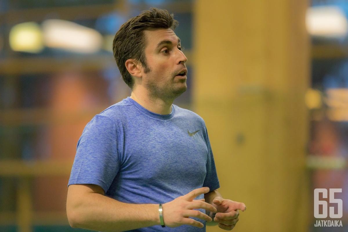 Frédéric Merelle työskentelee mentaalivalmentajana sekä urheilijoille että valmentajille.