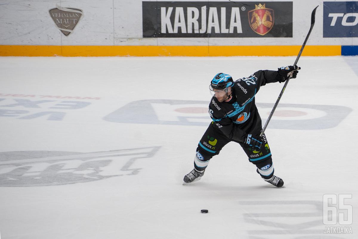 Tulittaako Jan Latvala lauantaina alkavissa pudotuspeleissä kauden avausmaalinsa?