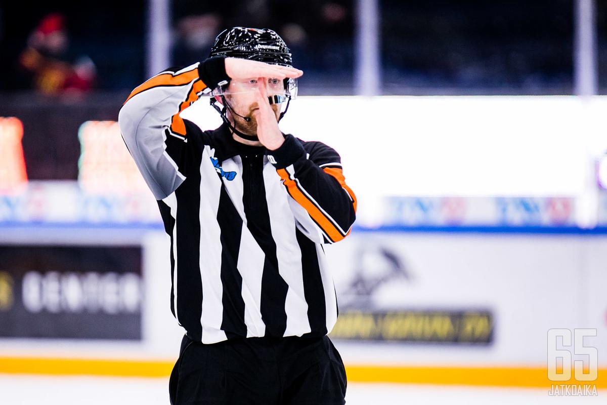 Jääkiekkoliitto valmistautuu pysäyttämään pelailut tarvittaessa.