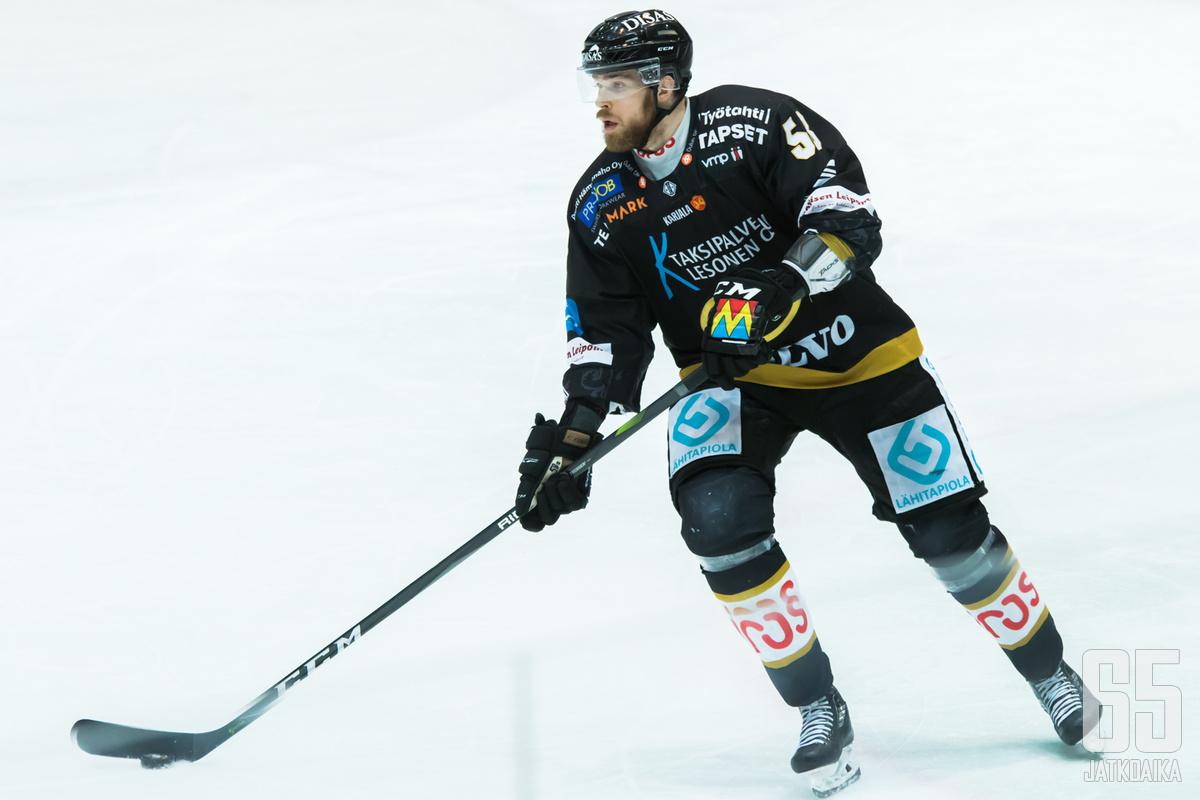 Loistavan pudotuspelikevään pelannut Jani Hakanpää loukkaantui maanantain ottelussa.