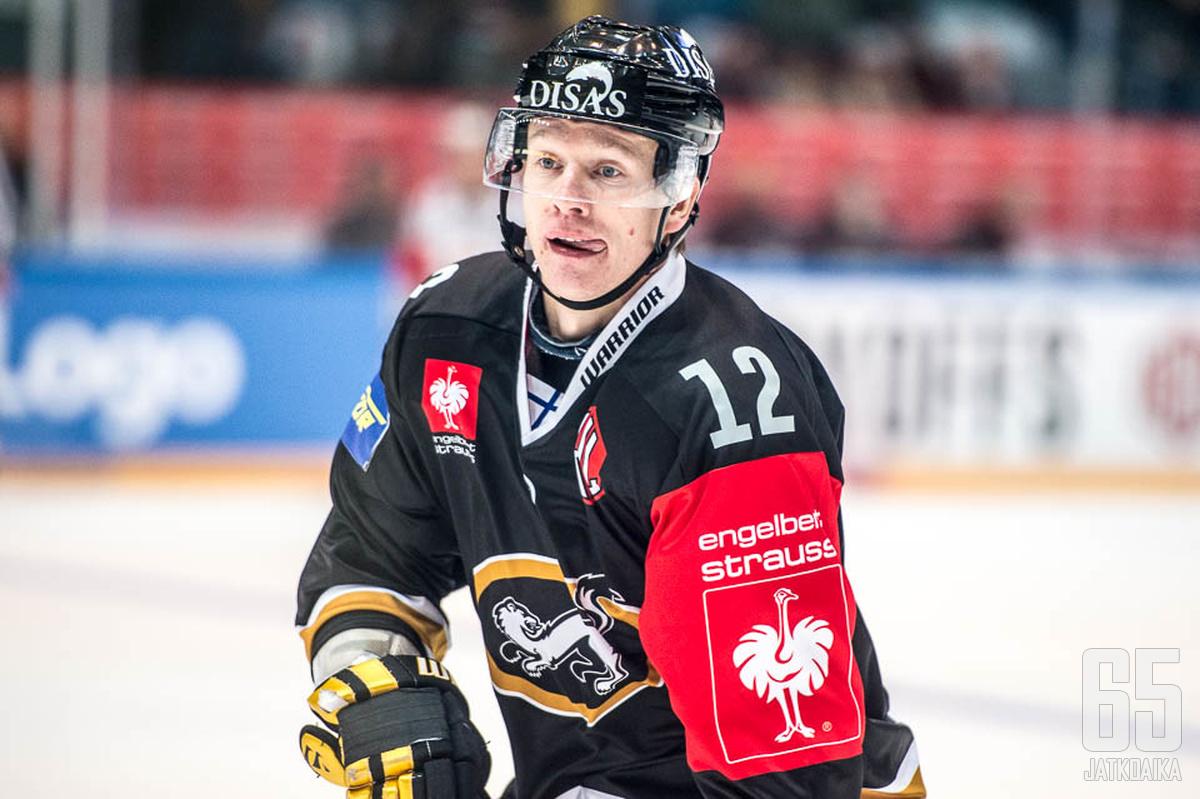Esa Pirnes jatkaa Kärpissä kuluvan kauden loppuun asti.