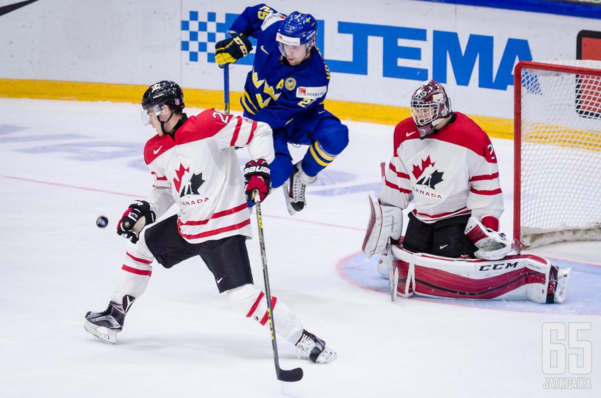Holmströmin lennokasta maskipelaamista on nähty muun muassa nuorten MM-kisoissa Helsingissä vuodenvaihteessa 2015–16.